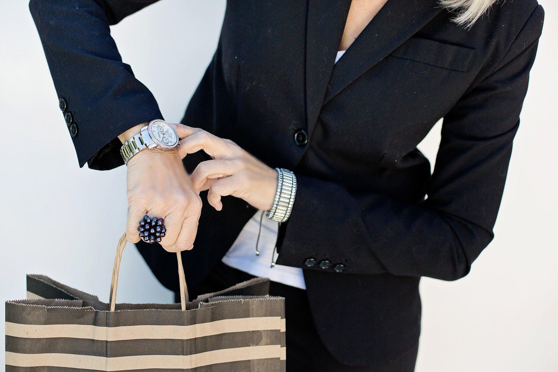 Nie lubisz marnować czasu? Rób zakupy w internecie! Przekonamy cię, że to świetny pomysł